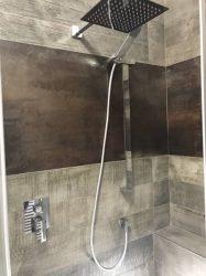 doccia-moderna-a-pavimento-con-luce-led-3