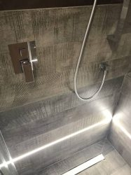 doccia-moderna-a-pavimento-con-luce-led-6