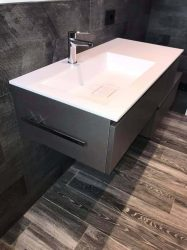 mobile-bagno-e-pavimento-design-scuro-top-bianco-stng2