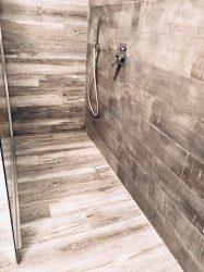 rivestimento-doccia-effetto-legno-vpn