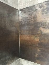 rivestimento-effetto-pietra-cemento-in-bagno-moderno-3