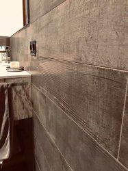 rivestimento-muro-doccia-effetto-legno-vpn